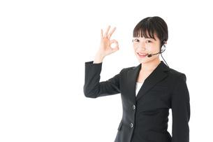 若い女性オペレーター・同時通訳イメージの写真素材 [FYI04718564]
