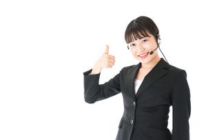 若い女性オペレーター・同時通訳イメージの写真素材 [FYI04718565]