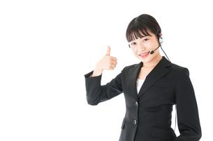 若い女性オペレーター・同時通訳イメージの写真素材 [FYI04718572]