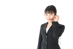 若い女性オペレーター・同時通訳イメージの写真素材 [FYI04718573]