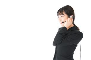 若い女性オペレーター・同時通訳イメージの写真素材 [FYI04718578]