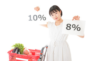消費税増税・ショッピングイメージの写真素材 [FYI04718594]