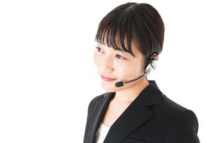 若い女性オペレーター・同時通訳イメージの写真素材 [FYI04718602]