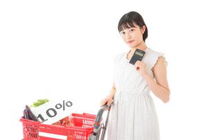 消費税増税・ショッピングイメージの写真素材 [FYI04718606]
