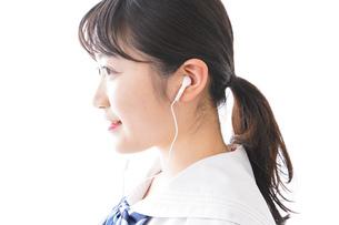 リスニング・音楽を聞く学生の写真素材 [FYI04718679]
