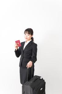 海外出張に行く若いビジネスウーマンの写真素材 [FYI04718789]