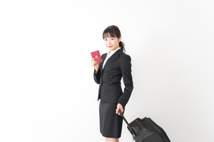 海外出張に行く若いビジネスウーマンの写真素材 [FYI04718793]
