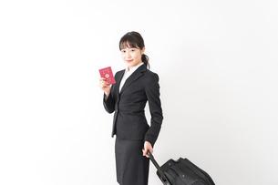 海外出張に行く若いビジネスウーマンの写真素材 [FYI04718798]