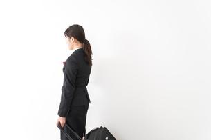 海外出張に行く若いビジネスウーマンの写真素材 [FYI04718801]