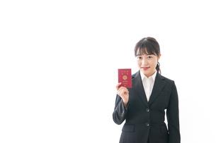 海外出張に行く若いビジネスウーマンの写真素材 [FYI04718805]
