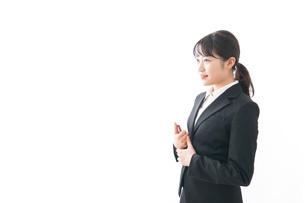 海外出張に行く若いビジネスウーマンの写真素材 [FYI04718806]