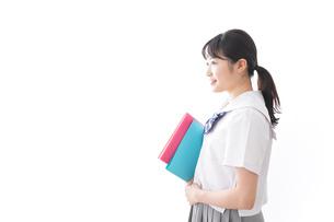 ファイルを持つ制服姿の学生の写真素材 [FYI04718904]