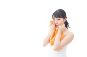 お風呂上がりの女性の写真素材 [FYI04719219]