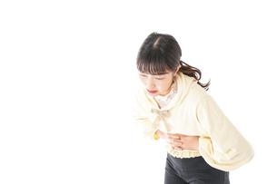 腹痛に苦しむ若い女性の写真素材 [FYI04719253]