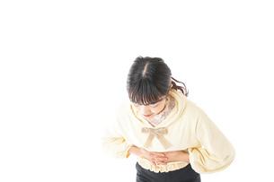 腹痛に苦しむ若い女性の写真素材 [FYI04719260]
