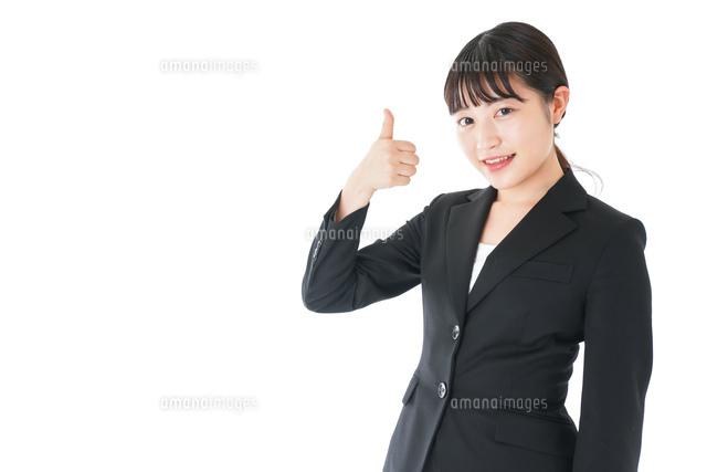 OKサインをするスーツを着たビジネスウーマンの写真素材 [FYI04720047]