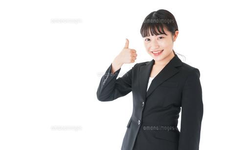 OKサインをするスーツを着たビジネスウーマンの写真素材 [FYI04720051]