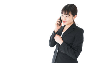 通話をするスーツを着たビジネスウーマンの写真素材 [FYI04720060]