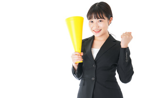 メガフォンで応援をするスーツを着たビジネスウーマンの写真素材 [FYI04720100]