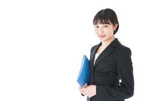 笑顔のスーツを着たビジネスウーマンの写真素材 [FYI04720184]