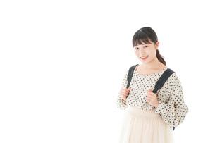 笑顔の若い女性ポートレートの写真素材 [FYI04720264]