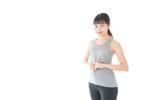 スポーツウェアを着た若い女性の写真素材 [FYI04720750]