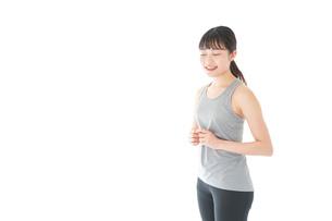 スポーツウェアを着た若い女性の写真素材 [FYI04720757]