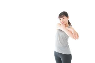 トレーニングをする若い女性の写真素材 [FYI04720760]