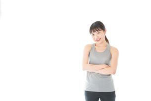 スポーツウェアを着た若い女性の写真素材 [FYI04720761]