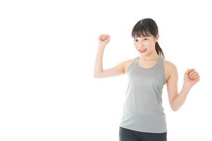 トレーニングをする若い女性の写真素材 [FYI04720800]