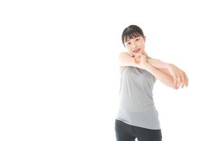 トレーニングをする若い女性の写真素材 [FYI04720802]