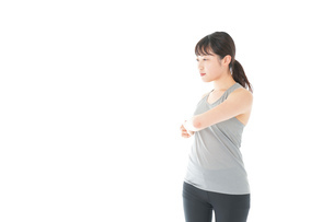 トレーニングをする若い女性の写真素材 [FYI04720805]