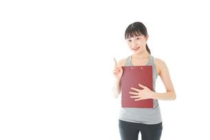スポーツウェアを着た若い女性の写真素材 [FYI04720817]