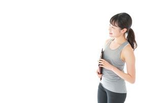 スポーツウェアを着た若い女性の写真素材 [FYI04720825]