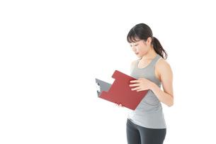 スポーツウェアを着た若い女性の写真素材 [FYI04720829]