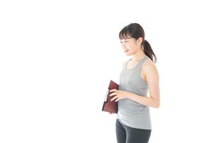 スポーツウェアを着た若い女性の写真素材 [FYI04720831]
