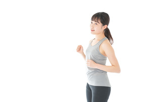 トレーニングをする若い女性の写真素材 [FYI04720847]