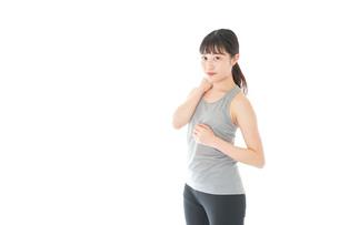トレーニングをする若い女性の写真素材 [FYI04720854]