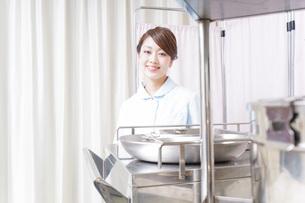 病院に勤務する医師と看護師の写真素材 [FYI04721136]