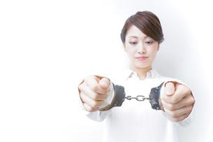 逮捕された女性の写真素材 [FYI04721273]