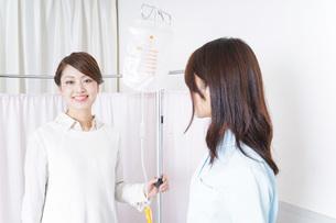 患者と看護師の写真素材 [FYI04721275]