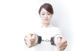 逮捕された女性の写真素材 [FYI04721278]