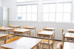 誰もいない学校の教室の写真素材 [FYI04721319]
