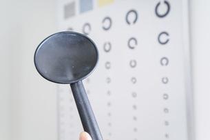 視力検査の写真素材 [FYI04721358]