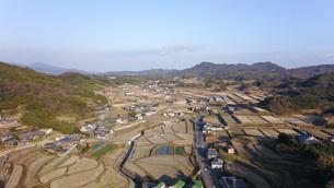 日本の田園風景ドローン撮影・淡路島の写真素材 [FYI04721704]