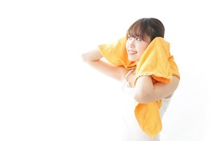 お風呂上がりの女性の写真素材 [FYI04721930]