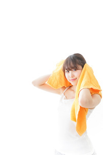 お風呂上がりの女性の写真素材 [FYI04721946]