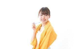 お風呂上がりの女性の写真素材 [FYI04721950]