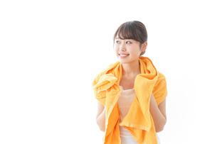 お風呂上がりの女性の写真素材 [FYI04721953]