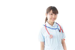 笑顔の若い看護師の写真素材 [FYI04722278]